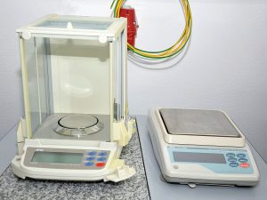 analytické váhy GR 200EC a přesné váhy GF 2000EC